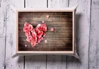 Поднос на подушке Сердце из лепестков