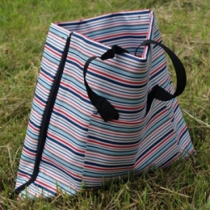 Пляжный коврик - сумка с водонепроницаемым дном