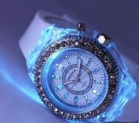 Женские классические часы Geneva Light