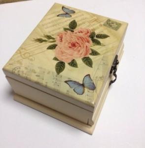 Шкатулка роза бабочки квадратная