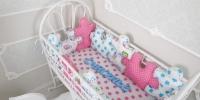 Комплект бортиков в кроватку и простынь Пазлы для Девочки 12 шт.