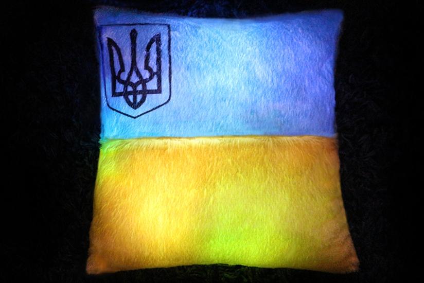 Фото - Светящаяся подушка  Флаг Украины купить в киеве на подарок, цена, отзывы