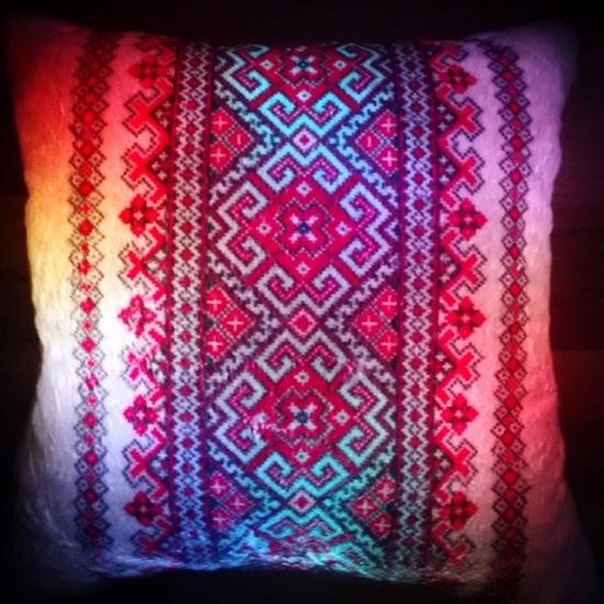 Фото - Светящаяся подушка Вышиванка купить в киеве на подарок, цена, отзывы