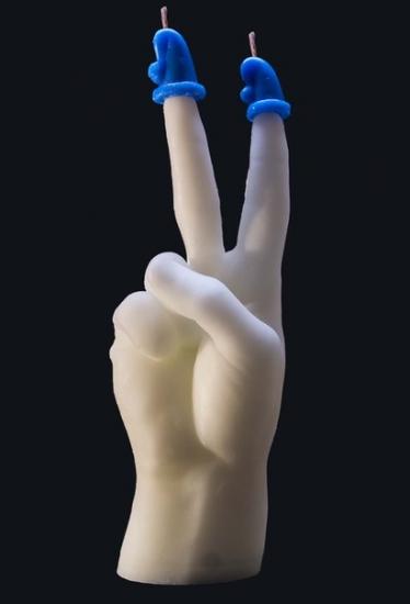 Фото - Свеча в виде руки Victory белая с синим купить в киеве на подарок, цена, отзывы