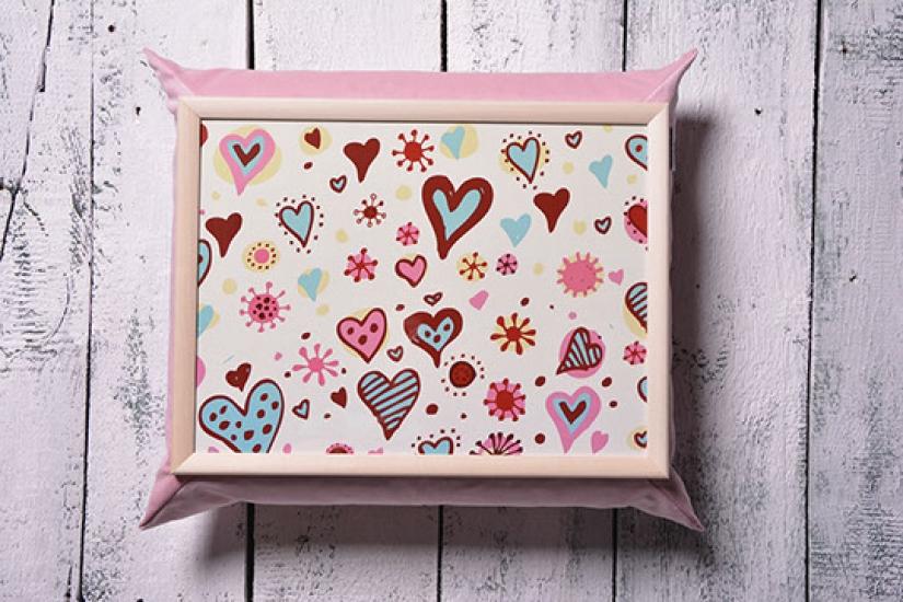 Фото - Поднос на подушке Сердца купить в киеве на подарок, цена, отзывы