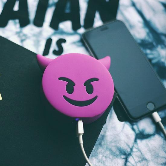 Фото - Универсальная портативная батарея Power Bank emoji Дьявол  купить в киеве на подарок, цена, отзывы