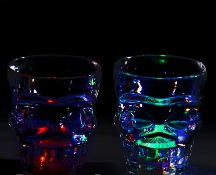 Фото - Рюмка в виде черепа с LED подсветкой купить в киеве на подарок, цена, отзывы