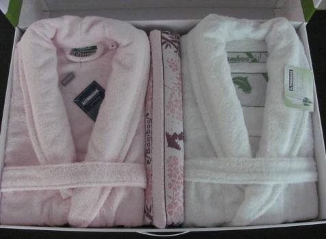 Фото - Набор халатов Бамбук Deluxe + 2 полотенца (белый-розовый) купить в киеве на подарок, цена, отзывы