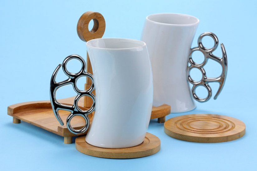 Фото - Чашка-кастет с бамбуковой подставкой 300мл купить в киеве на подарок, цена, отзывы
