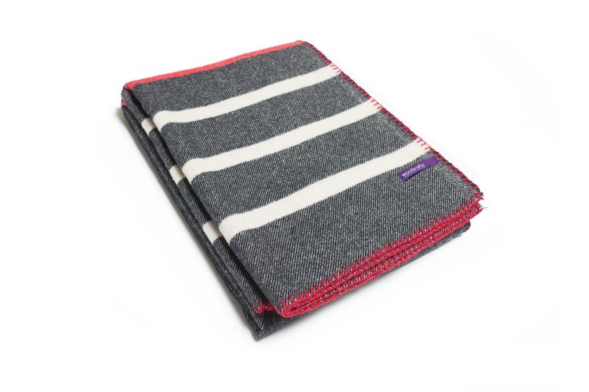 Фото - Плед NOX STRIPES белого и красного цвета на черной основе купить в киеве на подарок, цена, отзывы