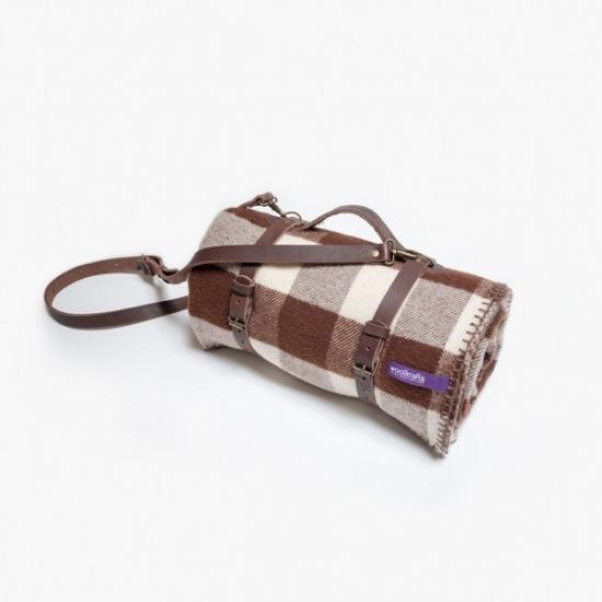 Фото - Плед коричнево-белый с кожаным ремешком купить в киеве на подарок, цена, отзывы