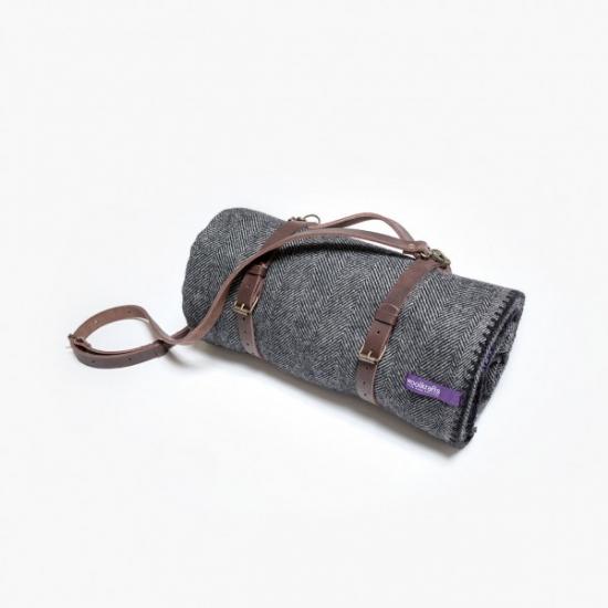 Фото - Плед с черно-белым узором и кожаным ремешком купить в киеве на подарок, цена, отзывы