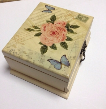 Фото - Шкатулка роза бабочки квадратная купить в киеве на подарок, цена, отзывы