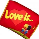 купить Подушка Love is... красная цена, отзывы