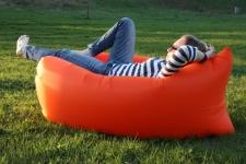 купить Надувное кресло-лежак оранжевый цена, отзывы