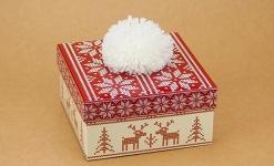 купить Подарочная коробка С помпоном красная 14х14х7 см цена, отзывы