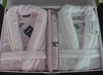 купить Набор халатов Бамбук Deluxe + 2 полотенца (белый-розовый) цена, отзывы