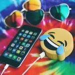 фото 22387  Универсальная портативная батарея Power Bank emoji Crying Laughing цена, отзывы