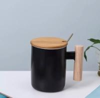 Кружка керамическая с деревянной ручкой, крышкой и ложкой 380 мл (черный)