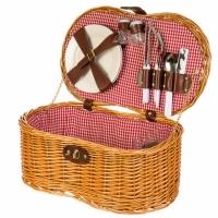 Корзина для пикника с предметами на двоих