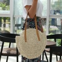 Фото Соломенная сумка с плетением и кисточками круглая Sentiment (Молочный)