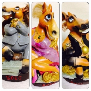Копилка босс лошадь сред